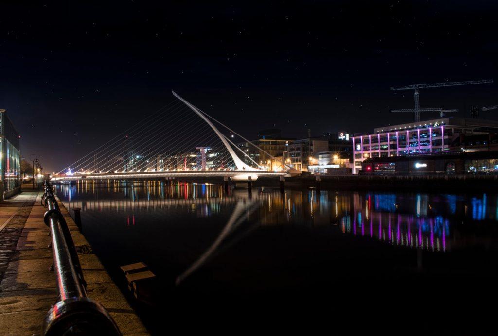 Le pont au-dessus de la Liffey à Dublin
